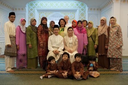 A photo session with family members from KL, Kuching, Mukah, Balingian and Perth